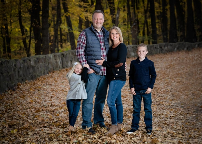 portrait photographers capture family at Devils Lake State Park in Wisconsin
